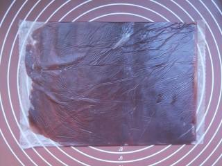 山药豆沙卷,最后擀成这样一个片状。尽量擀的厚薄均匀。