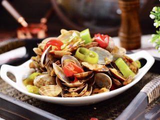 辣爆花蛤,绝对的下饭菜和下酒菜,老公搭配着啤酒吃了一盘,连连称赞说炒的好吃。
