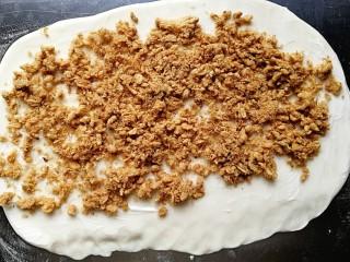 肉松馒头卷,抹上适量的蛋黄酱(沙拉酱),铺上厚厚的一层肉松,最后撒上适量的葱花