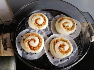 肉松馒头卷,发酵至两倍大,直接开中火蒸10分钟,关火后焖3分钟即可
