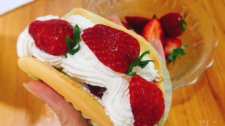 草莓抱抱卷+春天的味道,z型挤出奶油