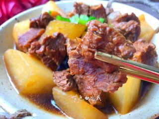 萝卜烧牛腩,美味的牛腩炖萝卜做好了,超美味。