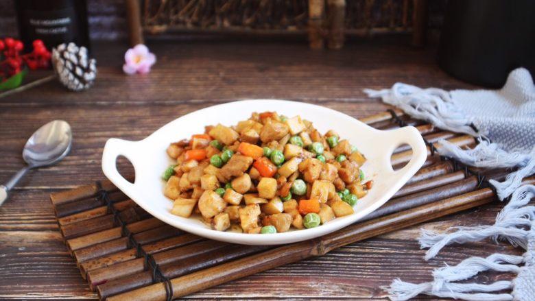鸡丁炒豌豆杏鲍菇,成品图。