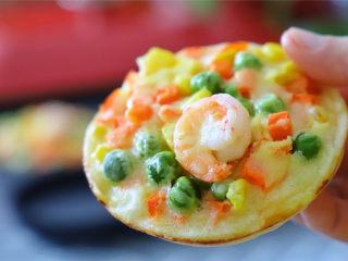 鲜虾小披萨,快手简单,鲜美营养,小小一个,吃起来也方便。