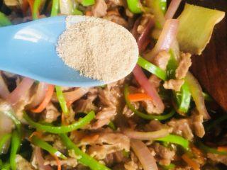 洋葱青椒炒牛肉,和白胡椒粉