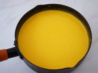 寿星公芒果慕斯蛋糕(十寸),搅拌均匀备用