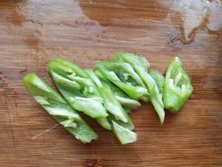 蚝油香菇,青椒切条