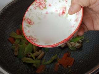 蚝油香菇,加水淀粉勾芡