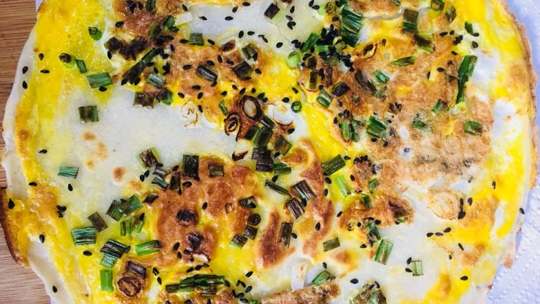 鸡蛋饼,出锅先放在厨房用纸上