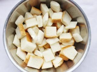 超好吃的蛋烤吐司块,土司换大盆装好。