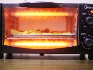 超好吃的蛋烤吐司块,烤箱160℃烤15分钟即可。