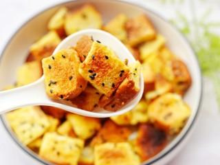 超好吃的蛋烤吐司块,香酥脆爽,做法超级简单!
