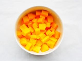 好吃到爆的酸奶芒果土司,芒果切小块。