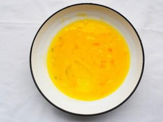 好吃到爆的酸奶芒果土司,鸡蛋打散。