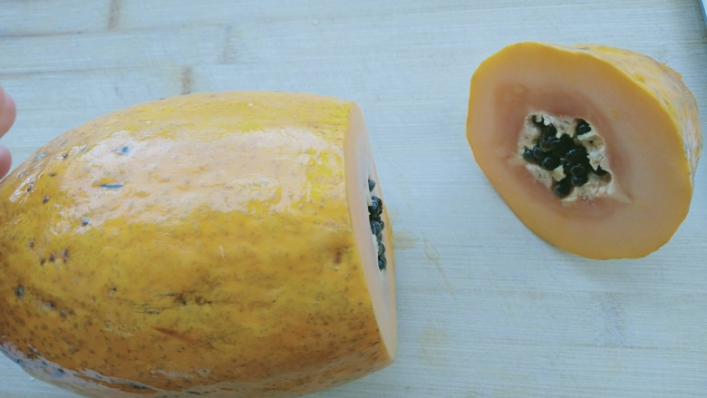 木瓜牛奶冻,四分之一处切开