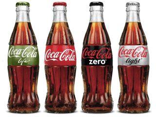 可乐鸡翅配可乐,我需要两碗米饭,同样准备好可乐,正常的可乐每100ml有17g的糖,想想超市卖的600ml可乐,喝下一瓶等于给我一大碗糖来吃。 鸡翅先焯水,焯的水中放入料酒。