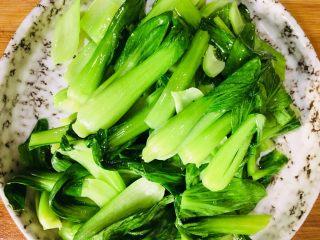 香菇炒油菜,盛出备用