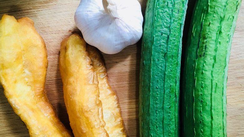 丝瓜炒油条,准备食材