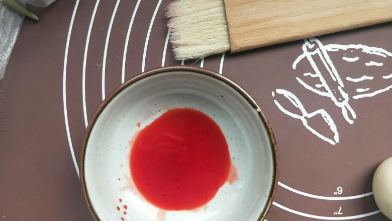 苹果豆沙包,色素粉加少许水融化开,再准备一把刷子。