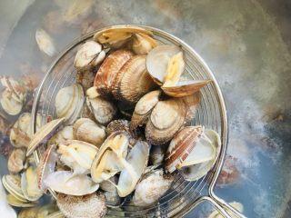 辣炒花蛤,花蛤开口立即捞出