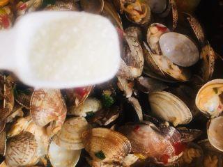 辣炒花蛤,白糖炒匀
