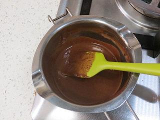 低调的奢华~【巧克力奶油生日蛋糕】,融化后放凉待用