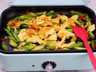 芦笋炒鹅蛋,大火翻炒均匀即可关火。