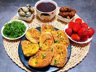 香煎馒头片,早餐少不了水果和鹌鹑蛋的搭档还奖励宝贝一盘萝卜肉丸🍡