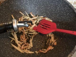 雪菜笋丝汤面,加一点生抽