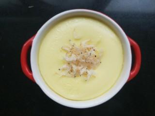虾皮奶酪蛋羹,蒸好以后,把虾皮撒在表面即可。