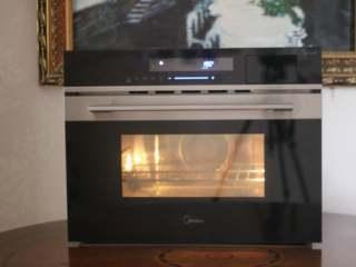 椰丝烤虾仁,蒸烤箱190度预热。把烤盘放到预热好的烤箱中层。选择热风功能,190度烤12分钟即可。