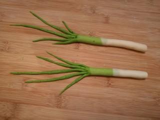 造型馒头 ——大葱卷,把所有的大葱造型都做好。