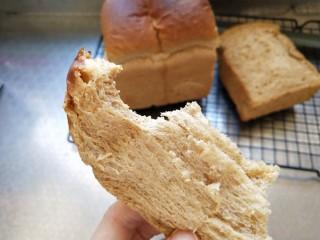 全麦红糖吐司,味道不错,可以用来制作三明治