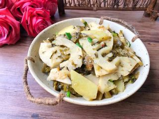 酸菜土豆烧春笋