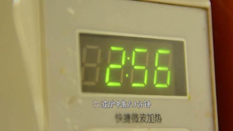 健康低脂早餐,快到夏天了,减脂刻不容缓,微波炉中高火3分钟即可。