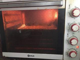全麦香葱饼干,上下火220度12分钟。