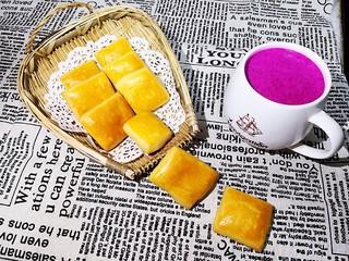 东北老式大饼干,搭配火龙果酸奶汁,绝配。
