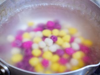 自制水果珍珠,放入水果珍珠