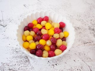 自制水果珍珠,再捞出装入碗中
