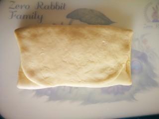 椰蓉面包,叠被子一样叠三折