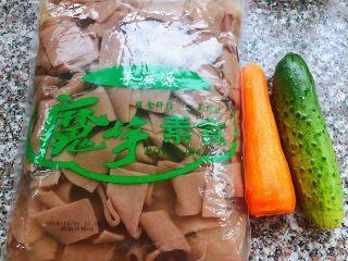 素炒魔芋,准备原材料魔芋、黄瓜、胡萝卜备用