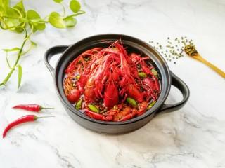 青花椒辣卤小龙虾,超级棒的下酒菜。