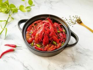 青花椒辣卤小龙虾,青花椒卤水小龙虾味道好极了。