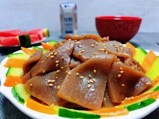 素炒魔芋,撒上适量的芝麻即提高颜值又满足了味蕾的享受