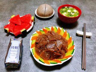 素炒魔芋,一顿营养丰富的早餐会给人带来一天都十分愉悦的好心情噢