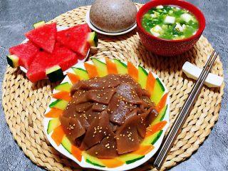 素炒魔芋,搭配荞麦馒头、下锅烂豆腐羹、西瓜🍉就是营养丰富的早餐