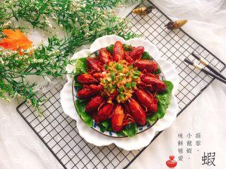 吮指蒜蓉小龙虾,成品图