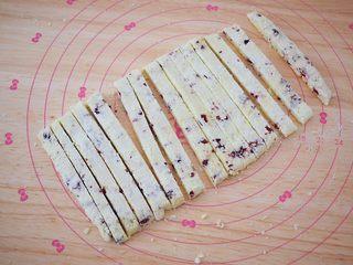 酸奶棒,再用锋利的刀切成条状