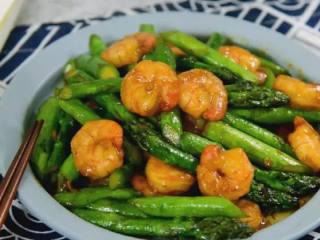 芦笋炒虾仁,这种做法真简单,看一次就可以学会,完成