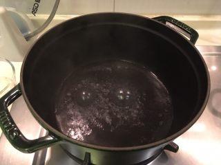 梅子蒸沙丁鱼,烧开沸腾